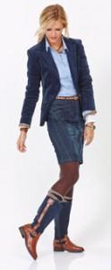 Frau im Business-Look mit hohen Stiefeln
