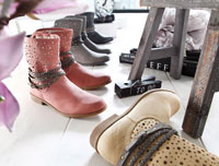 Lasercut an Stiefeletten lässt die Schuhe sommerlicher aussehen.