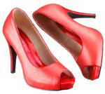 Ein knalliges Rot dominiert die Peeptoe Schuhe.