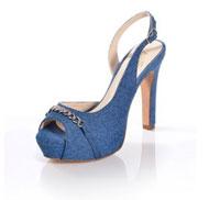Schuhe im All-Over-Denim-Look strahlen in tollen Blautönen.