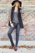 Dandy-Schnürer wirken in der Kombination mit lässigen Materialien wie Jeans oder Strick besonders edel.