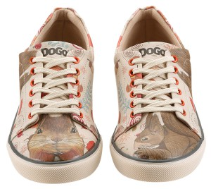 Schuhe von Dogo unterscheiden sich oft im linken und rechten Stück wie auch hier mit den Eichhörnchen.