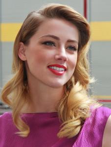 Die dunkelblonden Haare, die rosigen Wangen und der goldfarbene Teint machen Amber Heard zu einem Frühlingstyp.
