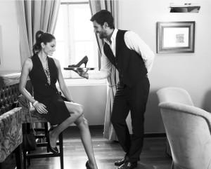 Männer wissen, dass sie Frauen mit Schuhen immer eine Freude machen können.
