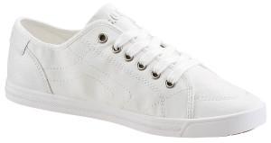 Zahnpasta macht weiße Sneaker wieder weiß.