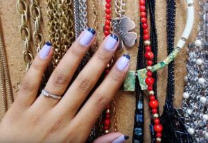 French Nails werden nun auch mit bunten Farben kombiniert.