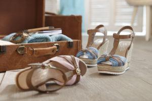 Schuhe, die noch nicht eingelaufen sind, sollten euren Koffern fernbleiben.