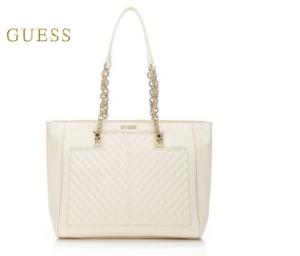 Weiße und silberne Handtaschen müssen gut gepflegt werden.