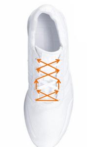 Schnürungen mit Aussparung verhindern ein Drücken in der Mitte des Fußes.