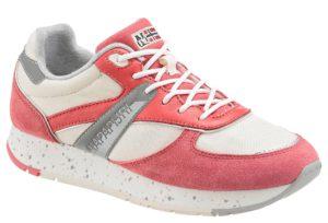 Sportive Sneaker sind dank Athleisure nun auch gern gesehen zu Bluse oder Blazer