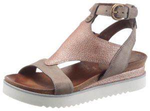 Metallic-Schuhe scheinen im Frühling mit der warmen Sonne um die Wette.
