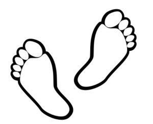 Beim Muskulatur stärkenden Barfußlaufen hinterlassen wir Fußabdrücke.