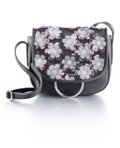 Kleine Umhängetaschen mit bunten Blütenmustern sind Highlights eurer Outfits.