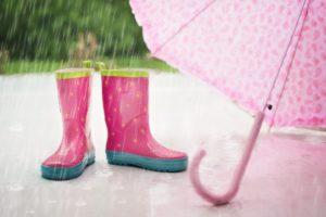 Gummischuhe im Regen